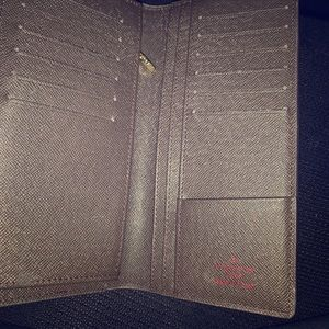 Louis Vuitton wallet,Great condition!!